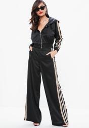 pantalon-large-noir--bandes-contrastantes