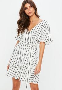 robe--froufrous-blanche-raye